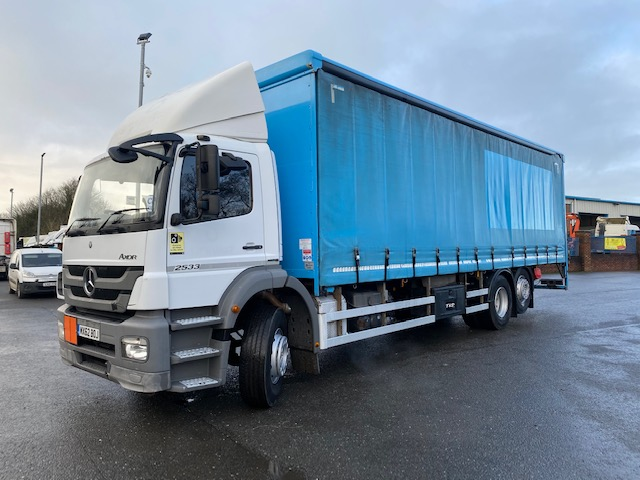 2013 mercedes 2533 6x2 26 ton 30ft curtainsider with tail lift