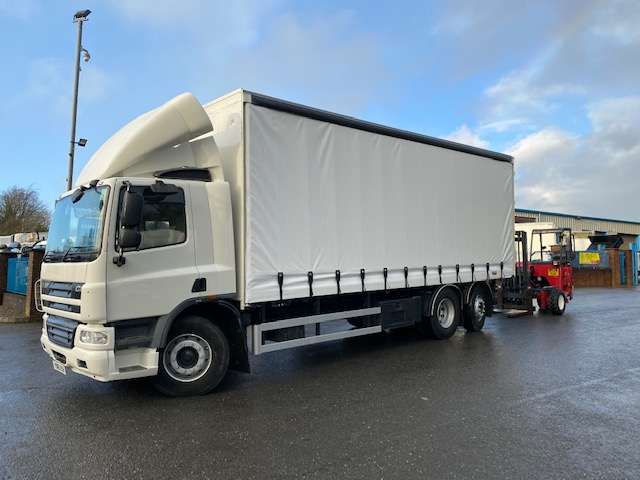 2012 daf cf 75 310 6x2 26ft curtainsider with m8 moffett mounty
