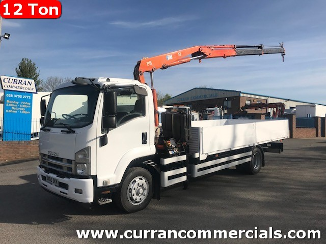 2010 isuzu 12 ton  18ft dropside flat with crane