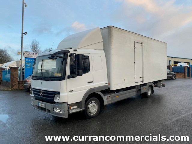 2011 mercedes 822 atego 7.5 ton euro 5 sleeper cab 20ft grp box with tail lift